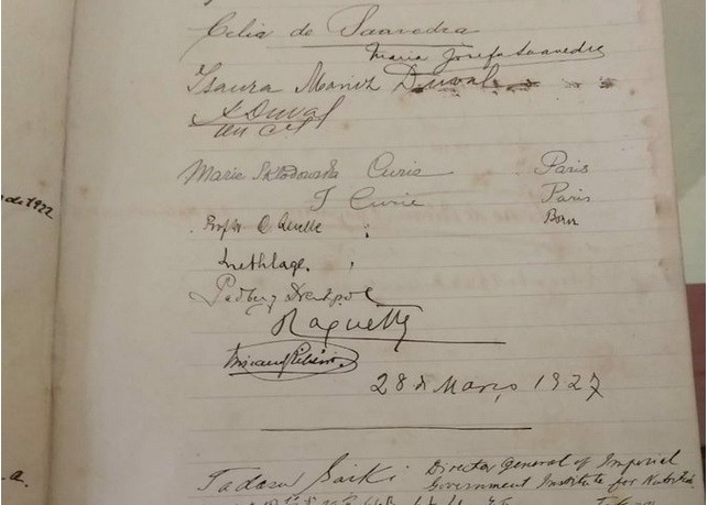 Museu Nacional tinha no livro de visitantes uma assinatura de Marie Curie (Foto: Reprodução / Twitter)