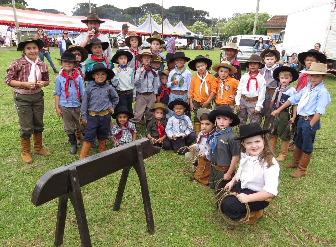 Crianças disputam campeonato de vaca parada em Vacaria - Notícias - Plantão Diário