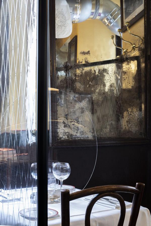 Como um histórico restaurante parisiense adaptou seu interior para um mundo pós-coronavírus (Foto: Philippe Vaures Santa Maria)