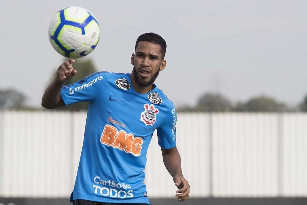Everaldo em treino do Corinthians — Foto: Daniel Augusto Jr / Ag Corinthians