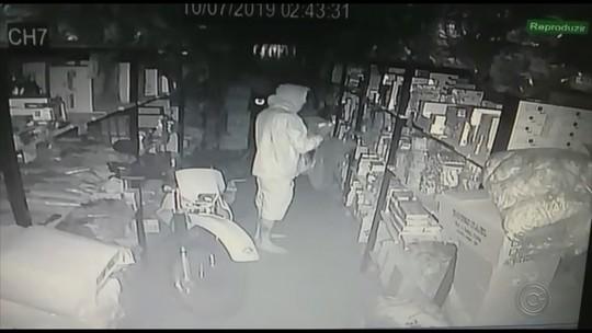 Polícia prende suspeito de furtar dinheiro e objetos de loja em Garça; veja vídeo