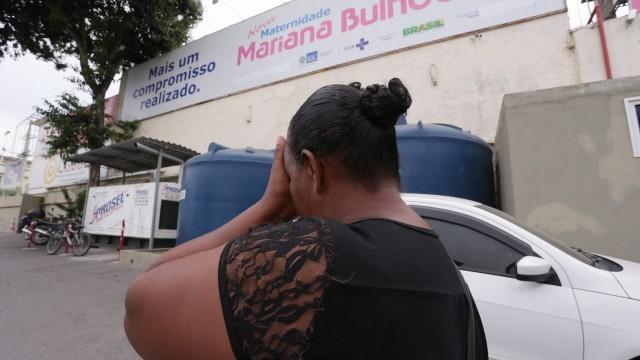 A mãe de Michele Santos, baleada ao voltar de exame pré-natal, em junho de 2017