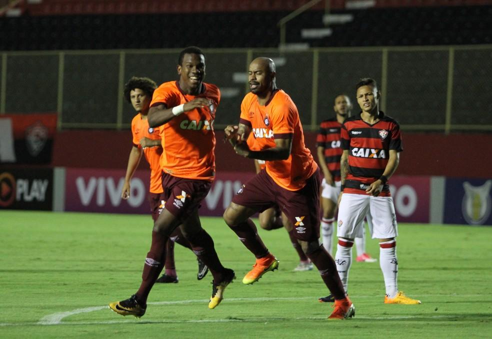 Atlético-PR bate o Vitória dentro do Barradão (Foto: Estadão Conteúdo)