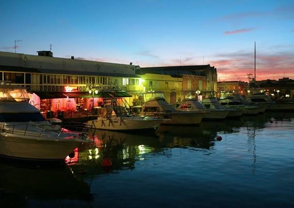 Vista da marina Careenage, do Waterfront Café (Foto: Divulgação)