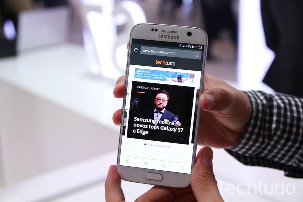 O Samsung Galaxy S7 foi lançado em 2016 por R$ 3.799, mas já custa R$ 1.899 (Foto: Fabrício Vitorino/ TechTudo)