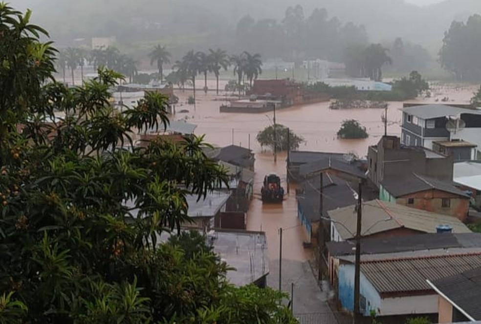 Cidade de Orizânia após chuvas na madrugada desta sexta-feira (19) — Foto: Portal Miradouro/Reprodução