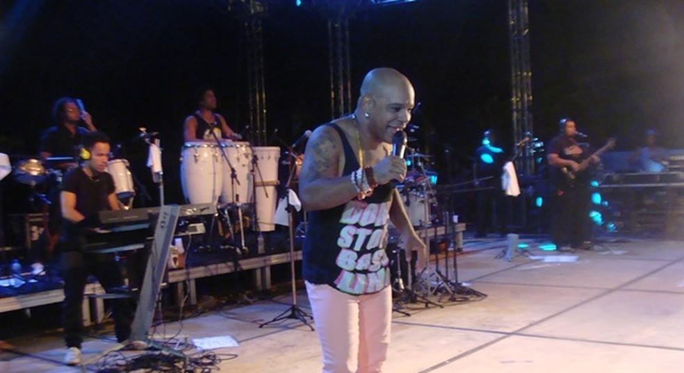 Reinaldo, ex-Terra Samba, também anima festa no Lovina (Foto: Michelly Oda/G1)