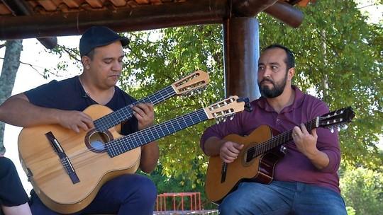 Música instrumental, receita sérvia e muita animação no busão, confira aí !