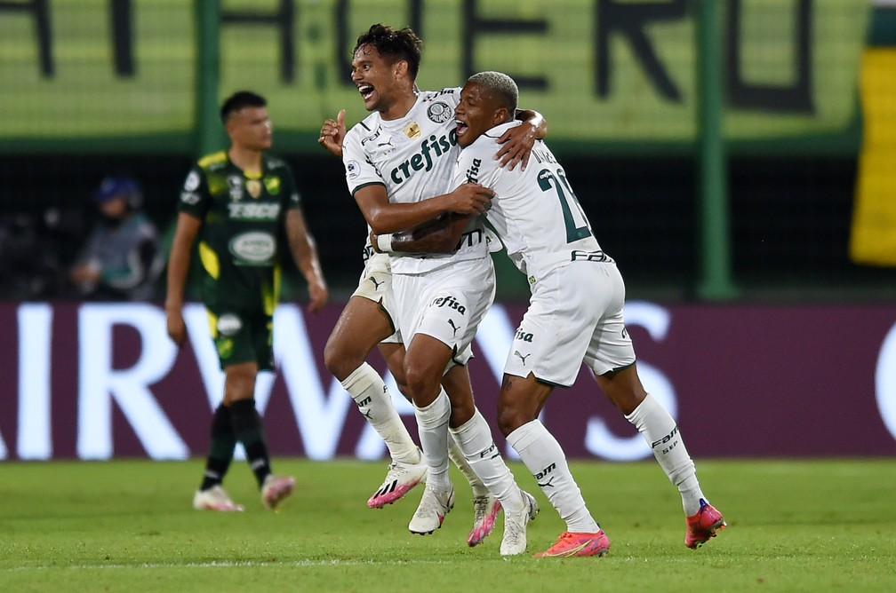 Gustavo Scarpa comemora gol da vitória do Palmeiras sobre o Defensa y Justicia, pela Recopa — Foto: REUTERS/Marcelo Endelli