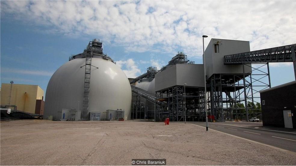 A conversão da usina de energia Drax - de carvão em biomassa - custou R$ 3,8 bilhões — Foto: Chris Baraniuk