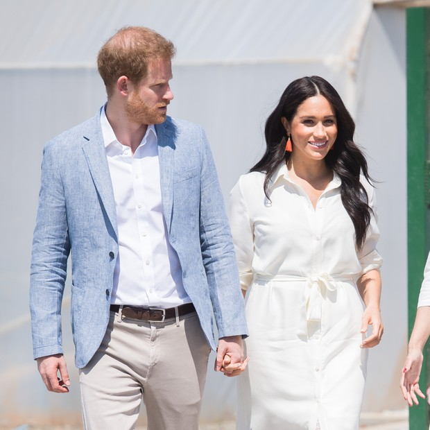 JOHANNESBURG, SOUTH AFRICA - OCTOBER 02: Prince Harrye, Duke of Sussex and Meghan, Duchess of Sussex visit the Tembisa Township to learn about Youth Employment Services on October 02, 2019 in Tembisa, South Africa. (Photo by Samir Hussein/WireImage) (Foto: WireImage)