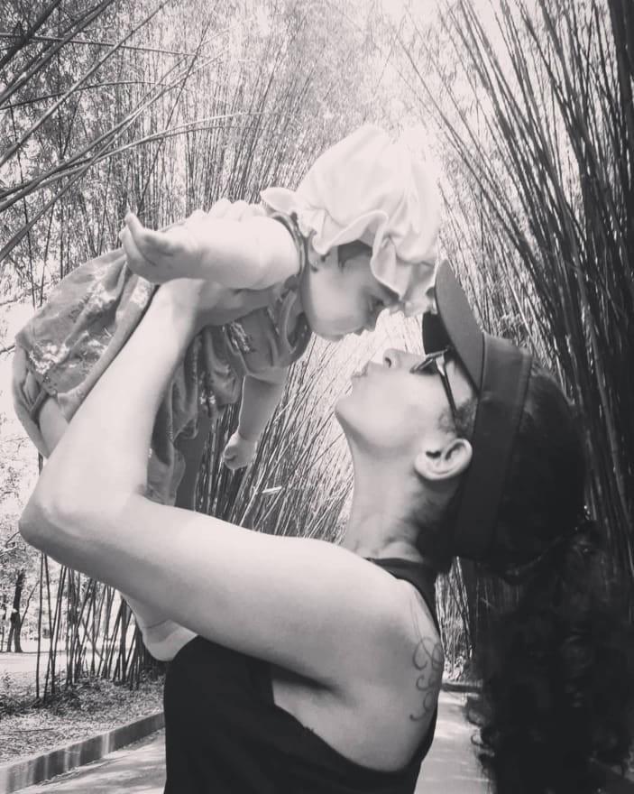 Marina e a filha Luiza (Foto: Reprodução Facebook)