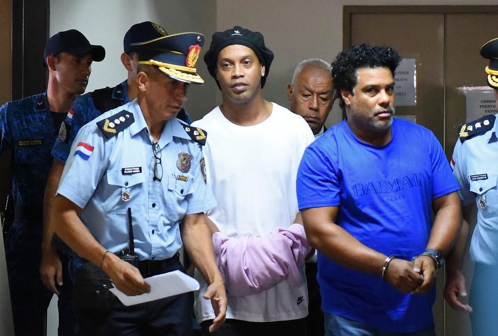Ronaldinho Gaúcho e Assis estão detidos desde a última sexta-feira — Foto: Norberto DUARTE / AFP