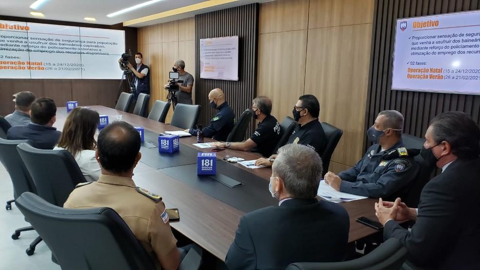 Autoridades das forças policiais do ES se reuniram para anunciar reforço das ações de segurança no verão — Foto: Reprodução/Sesp