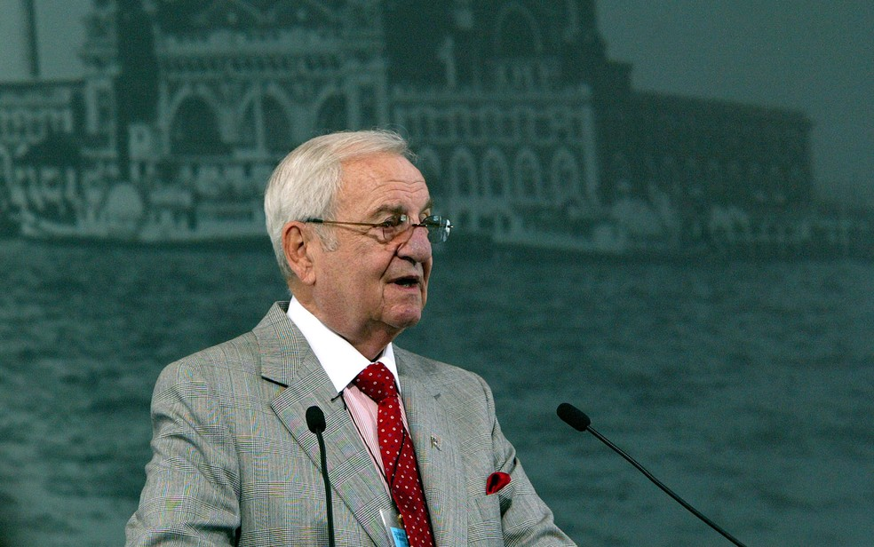 Lee Iacocca em 2004 — Foto: Paul Hawthorne / Getty Images / AFP Photo