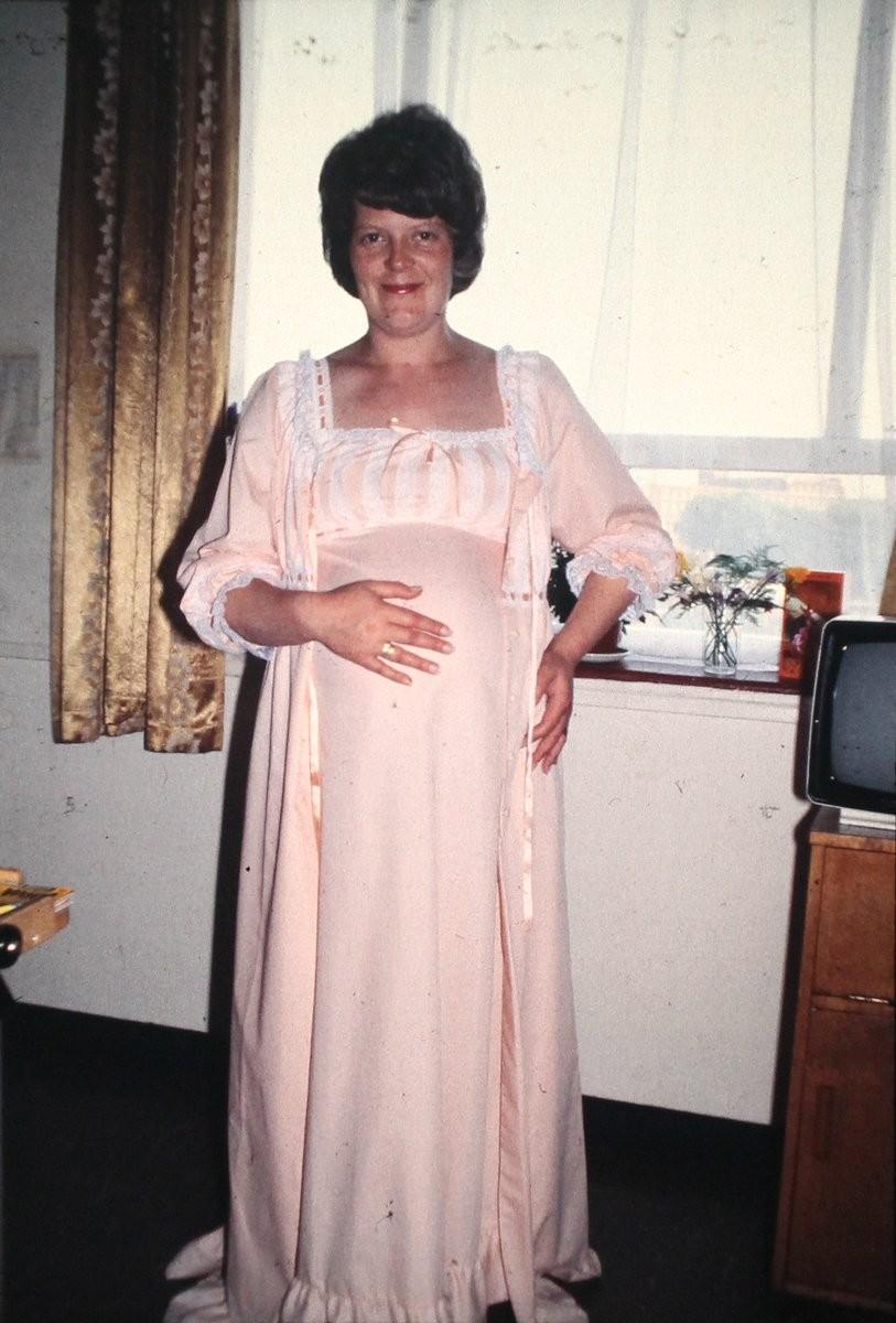 Leslie Brown, mãe de Louise (Foto: Reprodução/Twitter)