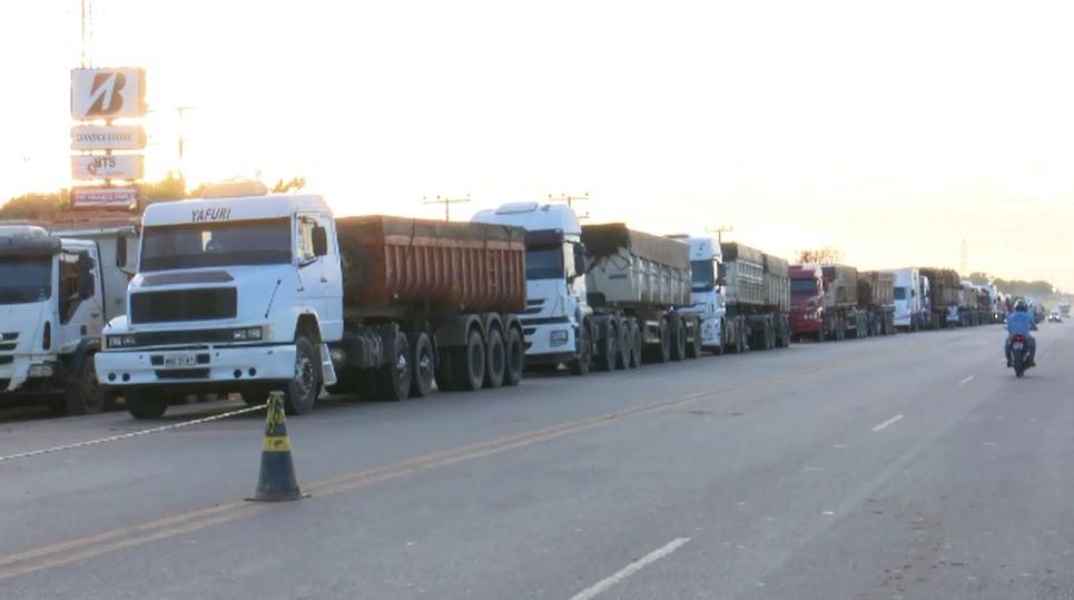 Em segundo dia de paralisação, caminhoneiros fecham parcialmente rodovias no Acre