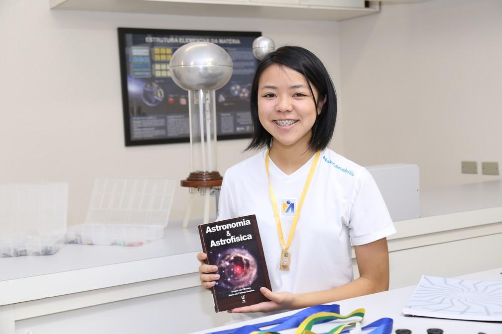 Miriam é apaixonada por astronomia desde criança (Foto: Colégio Mater Amabilis Guarulhos SP/ Divulgação)