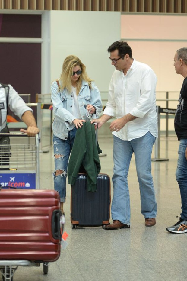 Sasha é buscada por Luciano Szafir em aeroporto do rio de Janeiro (Foto:  Vinicius Marinho /Brazil News)