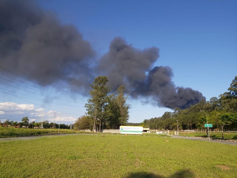 Fumaça preta tomou conta do céu — Foto: Eduardo Marcondes/TV Vanguarda