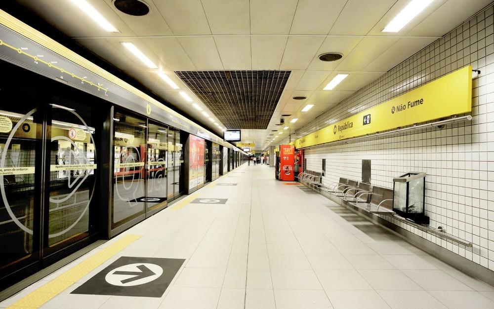 Postos instalados em duas estações da Linha 4-Amarela do Metrô começam a vacinar contra Covid nesta segunda