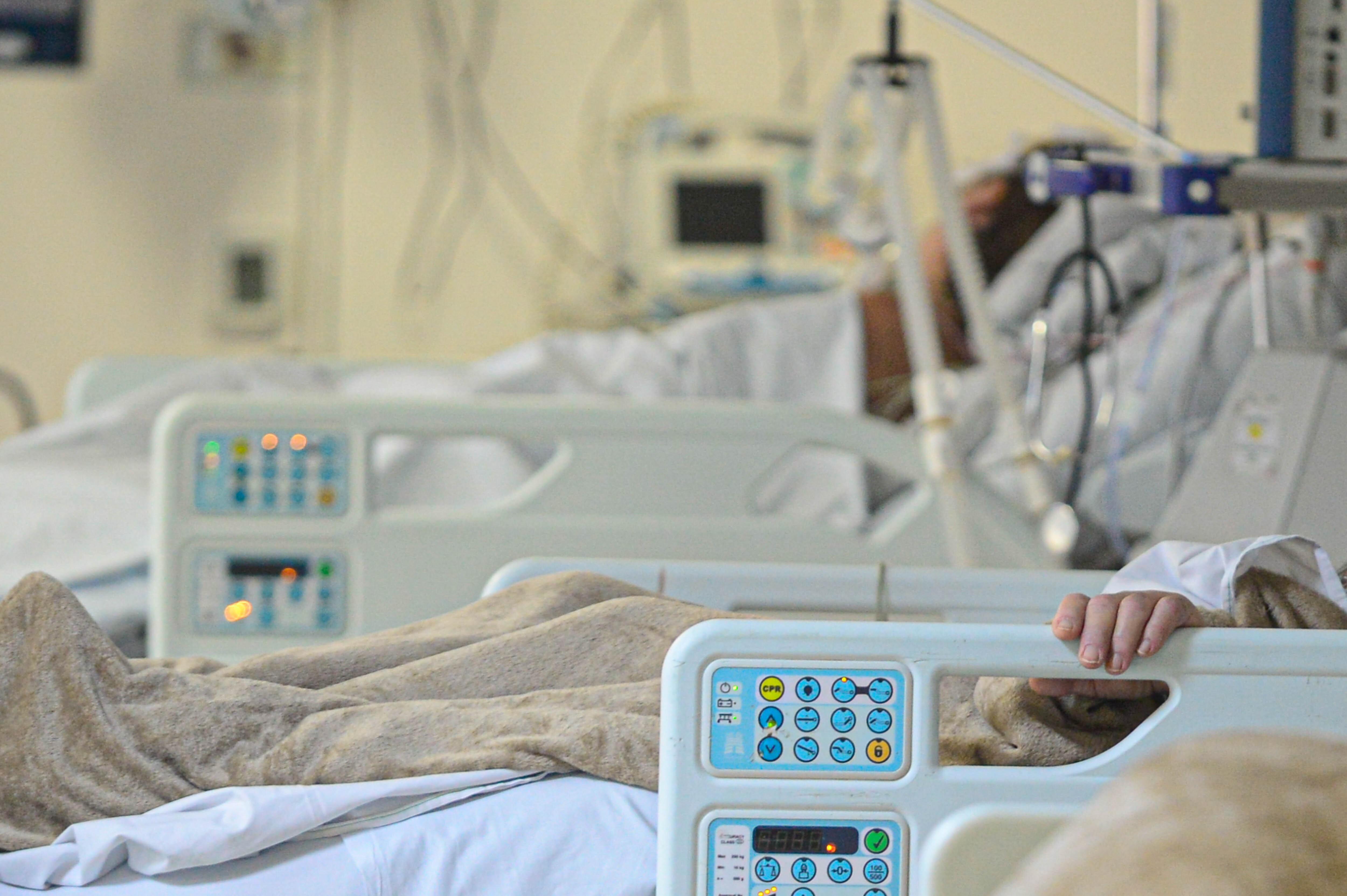 SC tem 11,9 mil mortes por Covid e 133 pacientes à espera de UTI