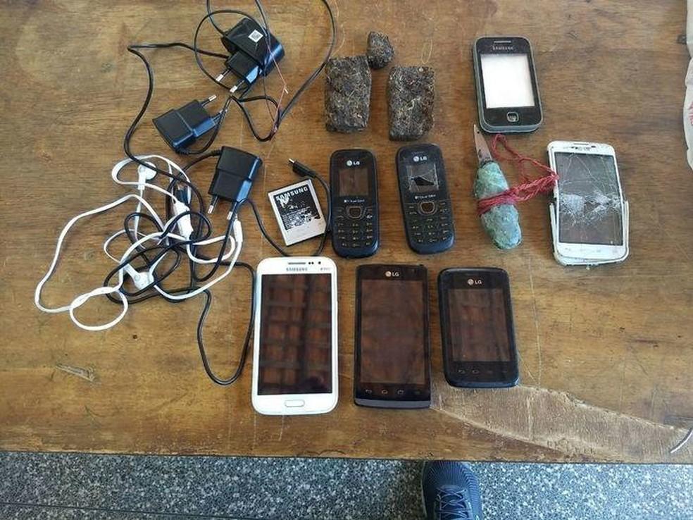 -  Agentes encontram celulares e droga em vistoria na Penitenciária de Parnaíba  Foto: Divulgação/Sinpoljuspi