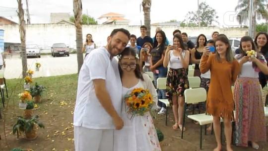 Alunos de escola pública organizam festa de casamento para professor em Taubaté, SP