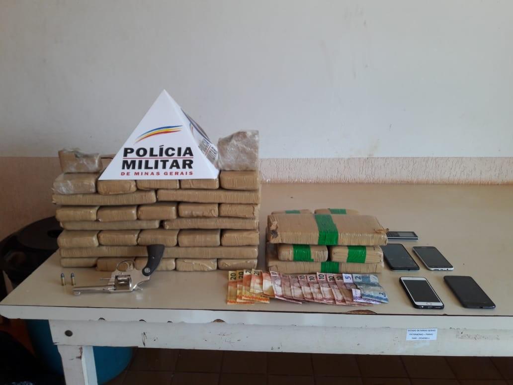 Cinco suspeitos são detidos com 40 tabletes de maconha em Monte Carmelo