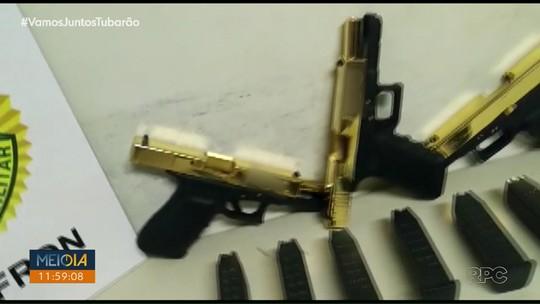 Polícia apreende três pistolas 'banhadas a ouro', em Foz do Iguaçu