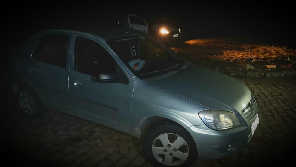 Carro roubado pelos bandidos foi recuperado no Planalto — Foto: Sérgio Henrique Santos/Inter TV Cabugi