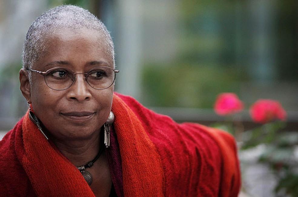 A escritora americana Alice Walker, autora de 'A cor púrpura', em foto de 2009, em Gaza — Foto: Tara Todras-Whitehill/AP