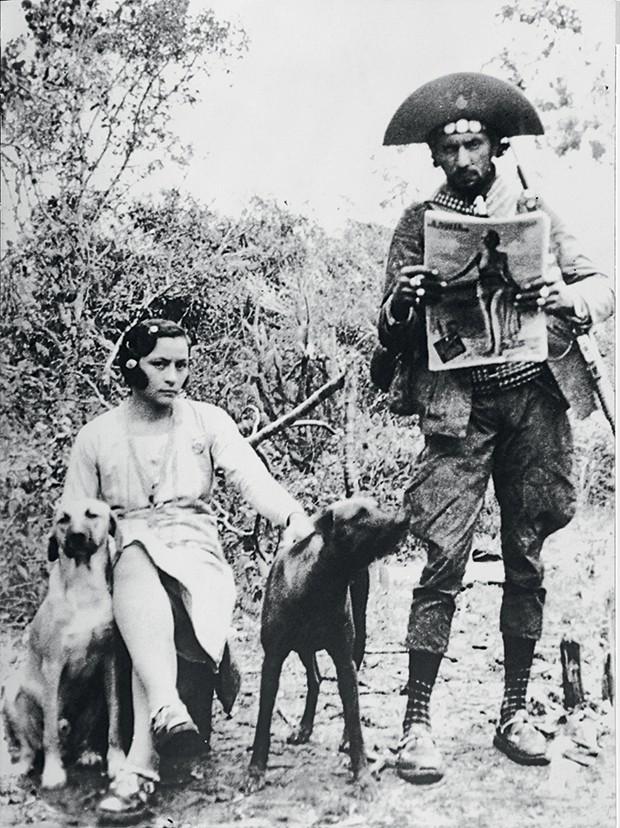 Maria Bonita - Ela, o marido  e os cães de estimação (Foto: Divulgação)