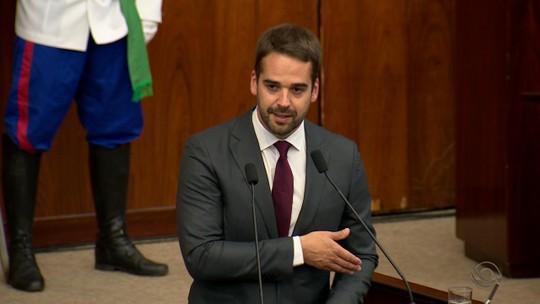 Eduardo Leite pede união ao tomar  posse como governador do RS