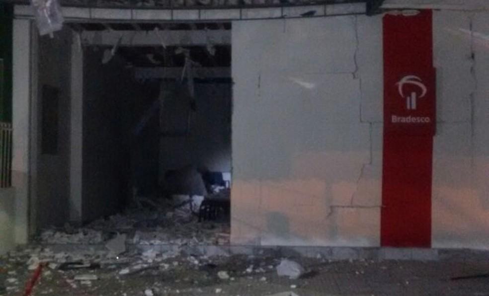 Posto do Bradesco foi alvo de explosão em Salgadinho, no Agreste de Pernambuco (Foto: Polícia Civil/Divulgação)