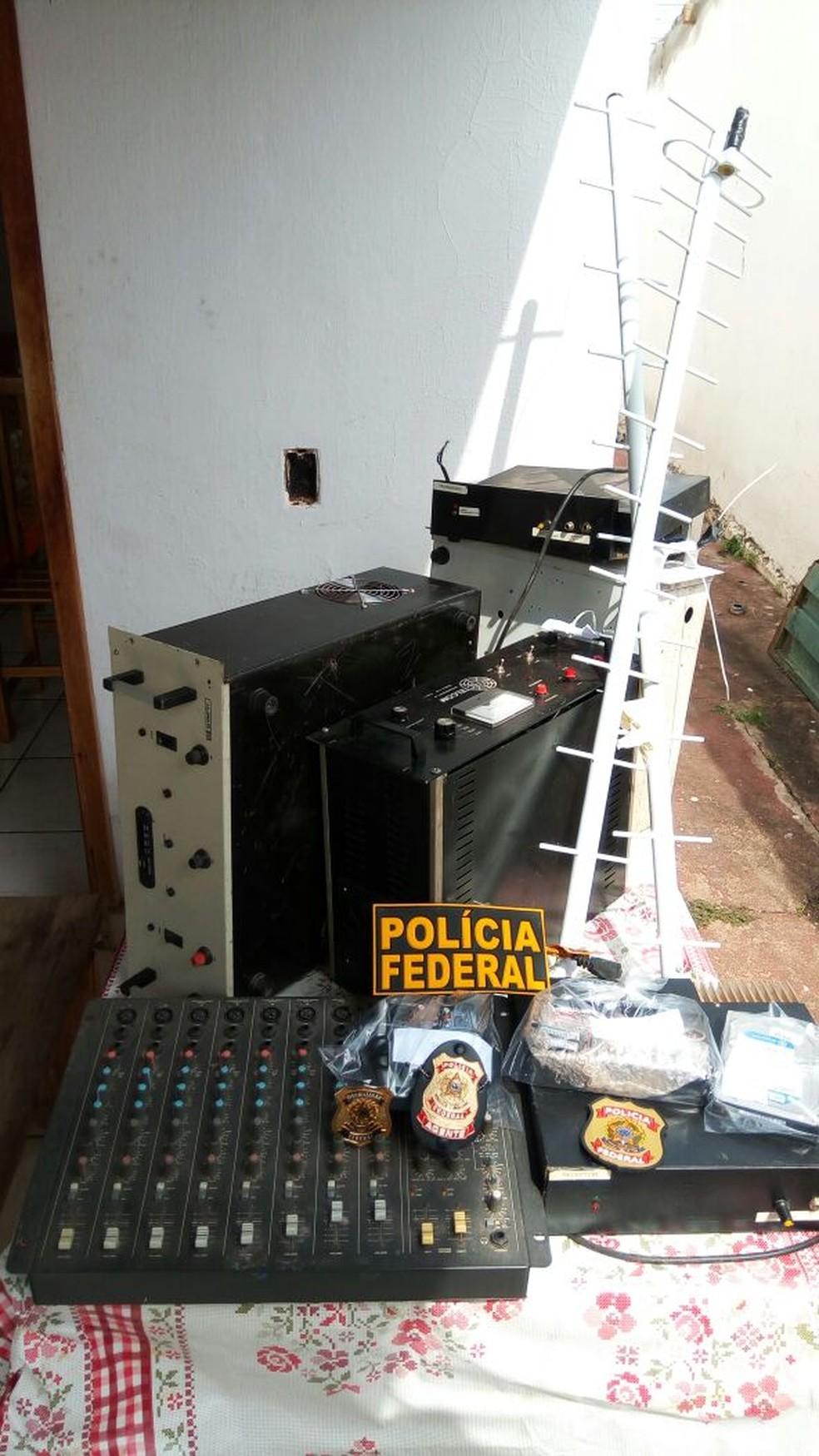 PF desmonta rádio pirata e apreende equipamentos em Cuiabá (Foto: Polícia Federal de MT/Assessoria)