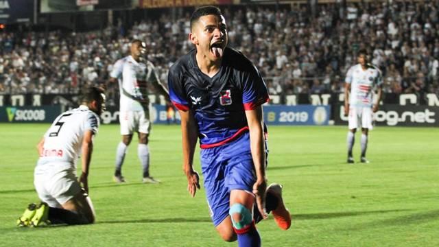 Bruno Rodrigues marcou para o Paraná no primeiro tempo
