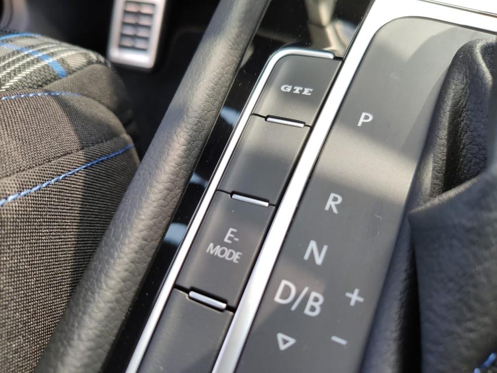 Hatch esportivo tem diversos modos de condução, selecionados por botões — Foto: André Paixão/G1