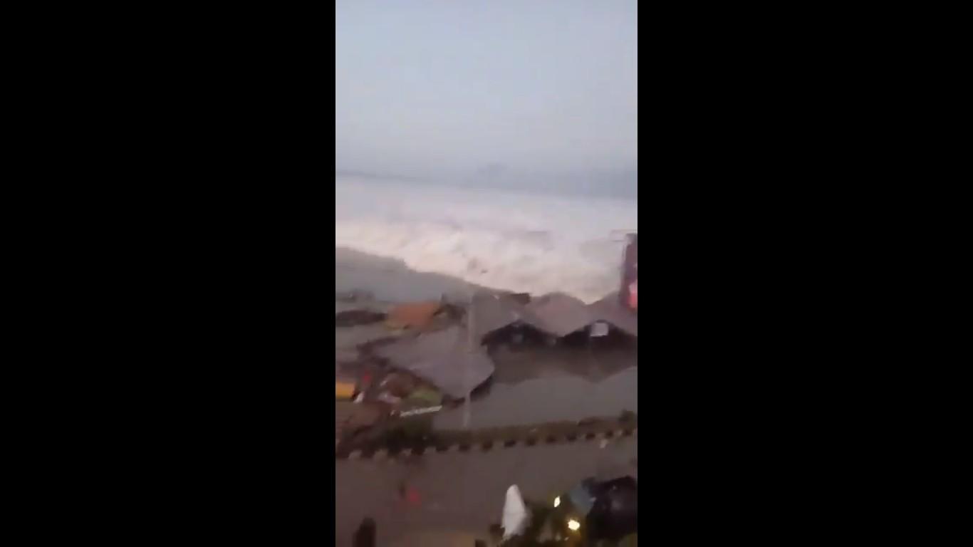 Terremoto e tsunami já provocaram a morte de mais de 400 pessoas (Foto: Reprodução/@ksjnoona )