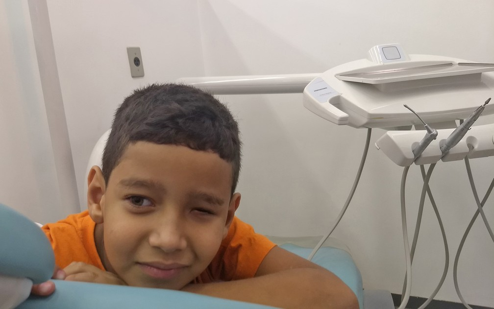 Luiz Felipe, 6 anos, usa prótese ocular desde os 9 meses. (Foto: Marília Marques/G1)