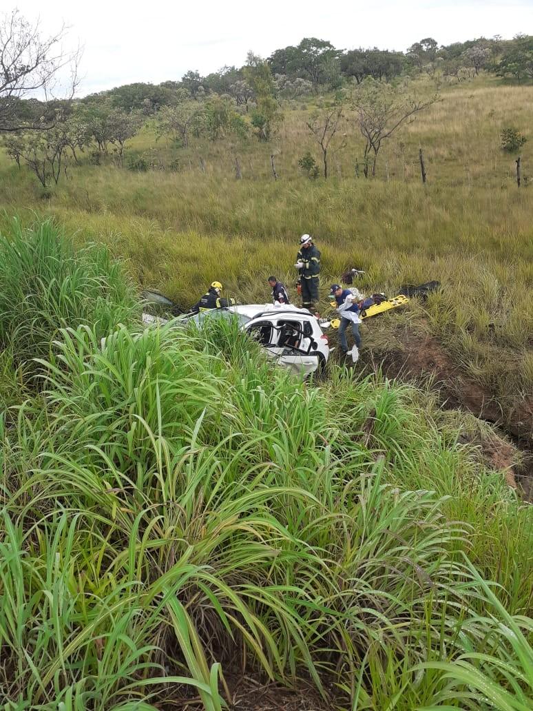 Batida entre dois carros deixa um morto e cinco feridos em Gouveia