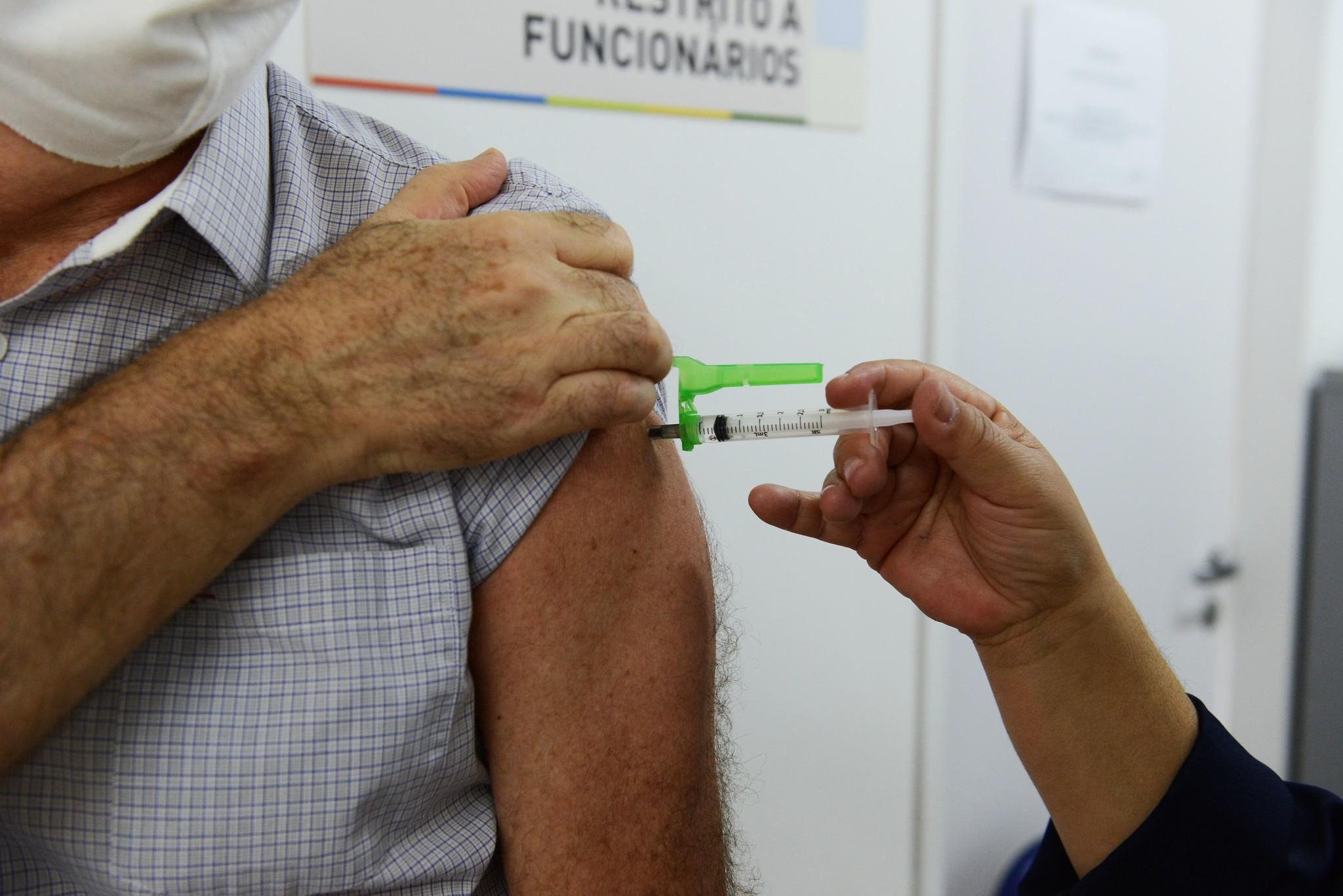 Covid-19: Campinas completa vacinação de todos os idosos e tem 5 faixas etárias com mais de 50% de imunizados; veja balanço