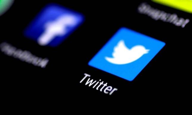Logomarcas de redes sociais em tela de smartphone