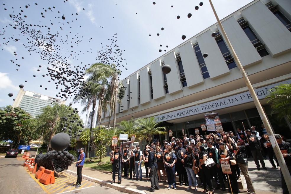 Chacina de Unaí: auditores fiscais fazem ato em frente ao TRF-1, em Brasília (Foto: Cristiano Eduardo/Sinait)