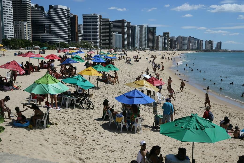 Jogos de futebol e barracas de praia são liberados em Fortaleza; veja o que muda