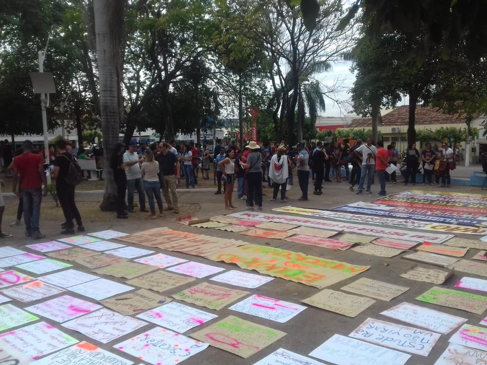 RONDONÓPOLIS, 8h30: Manifestantes saem às ruas em protesto contra reforma da Educação e Previdência — Foto: Maycon Araújo/TV Centro América