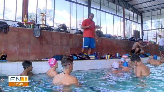 Mestres do Esporte: Técnico dribla concorrência nas pistas e celebra 25 anos de história na natação