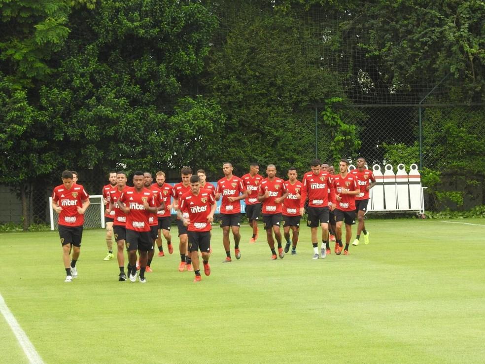 Elenco do São Paulo treina na manhã desta sexta-feira, no CT da Barra Funda — Foto: Marcelo Hazan