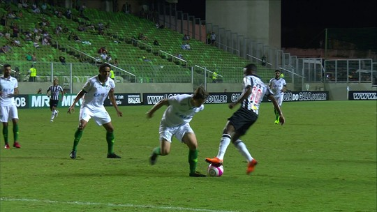 Rafael Moura exime arbitragem, assume vacilo em gol anulado, mas pede mudança
