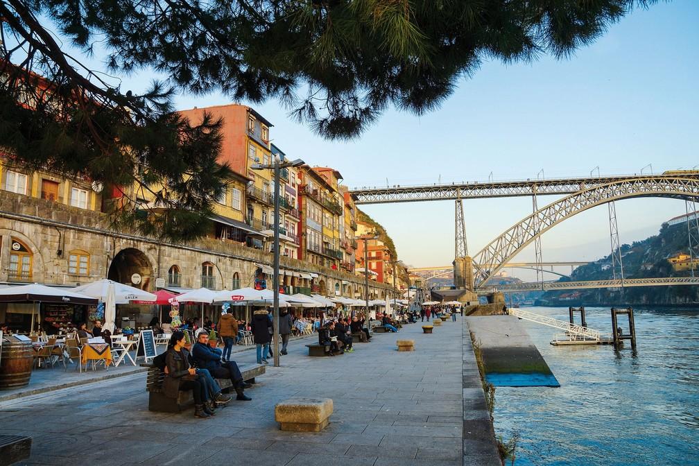 Ribeira tem ruas de pedra, opções de bares, restaurantes e fica ao lado do Rio Douro — Foto: Pixabay